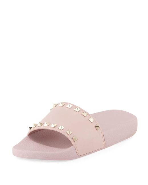 0457246badee Lyst - Valentino Rockstud Rubber Slides in Pink - Save 51%