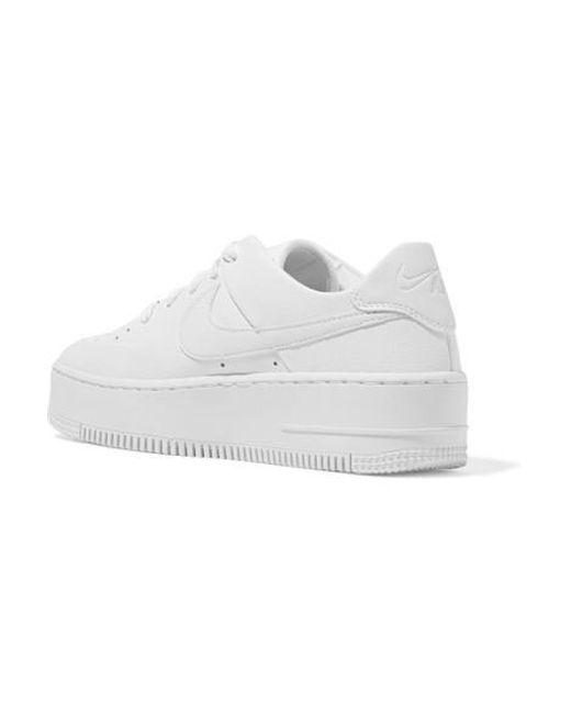 design intemporel f0ab0 fdb1e Baskets En Cuir Texturé Air Force 1 Sage femme de coloris blanc