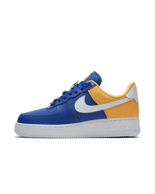 chaussures de séparation 3e8e5 b6123 Chaussure Air Force 1'07 SE pour femme de coloris bleu