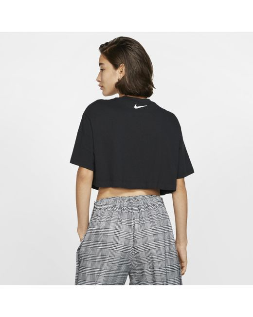 Top corto a manica corta Sportswear di Nike in Black