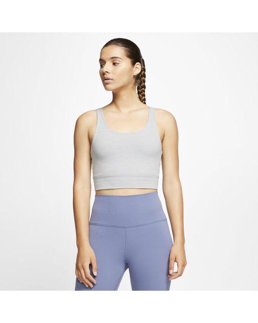 Top corto Infinalon Yoga Luxe di Nike in Gray
