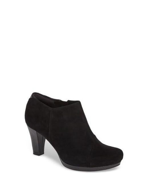 Black Clarks Chorus Shoes