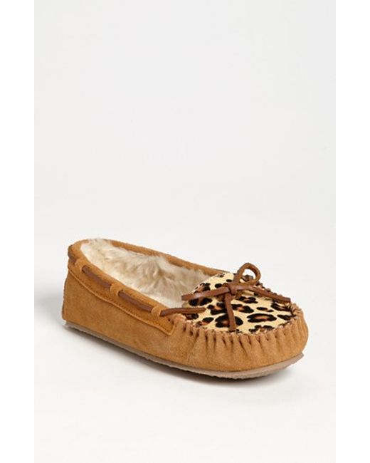 Minnetonka | Brown 'cally' Slipper | Lyst