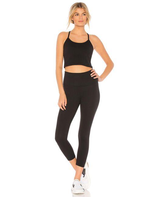 Camiseta tirantes slim racerback Beyond Yoga de color Black