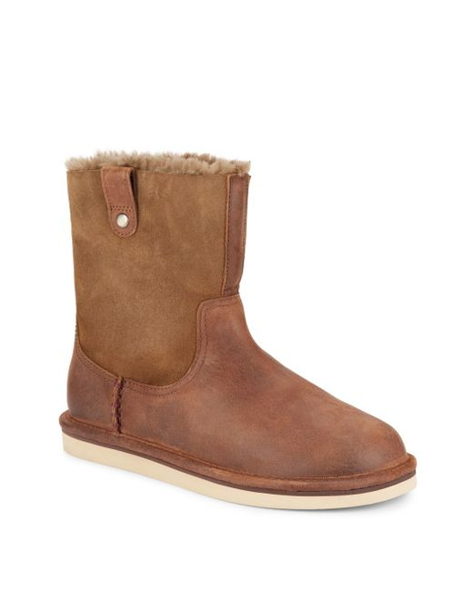 UGG ® footwear is constructed with the highest quality leather, suede, and moisture-wicking genuine sheepskin to keep your feet warm in the winter and cool in the summer. UGG at The Walking Company From classic favorites to the newest styles, The Walking Company features the ultimate selection of UGG .