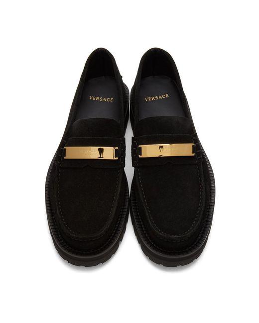 メンズ Versace ブラック スエード ロゴ プレート ローファー Black