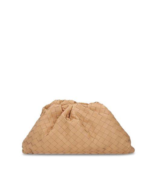 """Borsa """"the pouch"""" con motivo intrecciato di Bottega Veneta in Natural"""