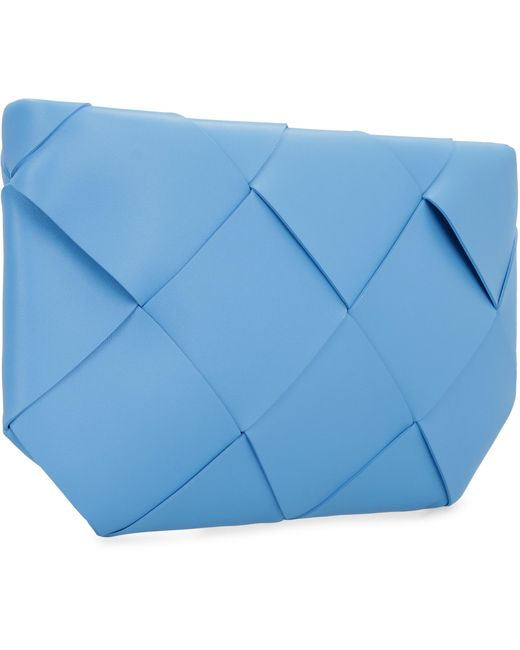 Pochette in Intrecciato di Bottega Veneta in Blue
