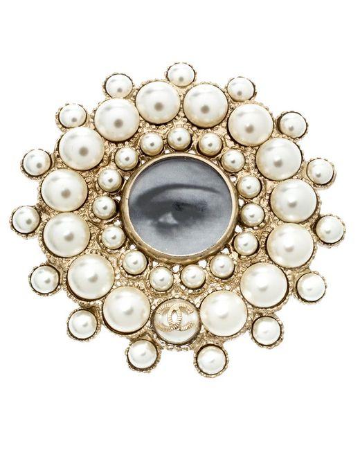 Chanel - Metallic Faux Pearl Embedded Eye Print Circular Brooch - Lyst