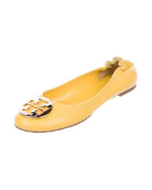 50fbda5c0c02 ... Tory Burch - Metallic Reva Leather Flats Yellow - Lyst ...