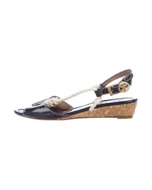 76981e60fcbae Tory Burch - Metallic Patent Leather Slingback Sandals Navy - Lyst ...