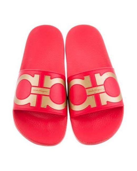 74f87fb2d5b4 ... Ferragamo - Metallic Groove Slide Sandals Red - Lyst ...