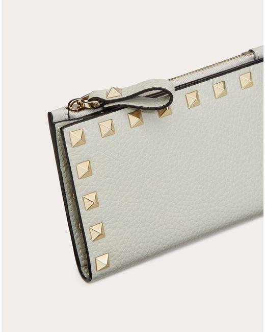 Portacarte Rockstud In Vitello Granato Con Zip di Valentino Garavani in Gray