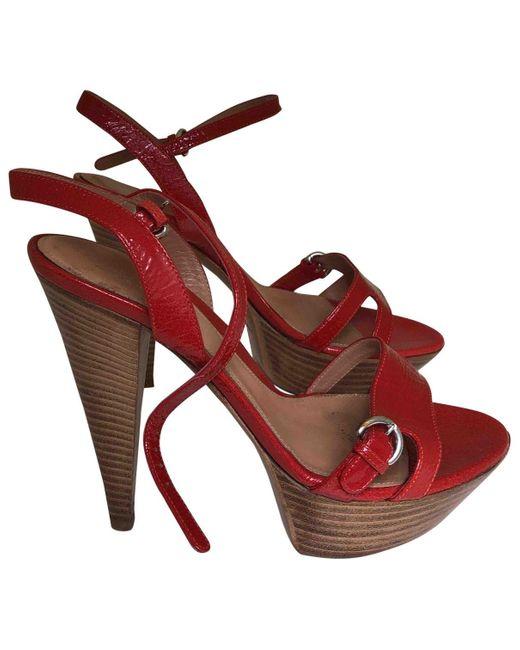 Sergio Rossi Tacones de Charol de mujer de color rojo