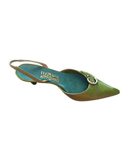 Escarpins à bouts ouverts cuir vert Ferragamo en coloris Green