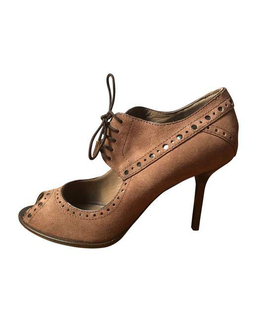 Escarpins à bouts ouverts daim marron Louis Vuitton en coloris Brown