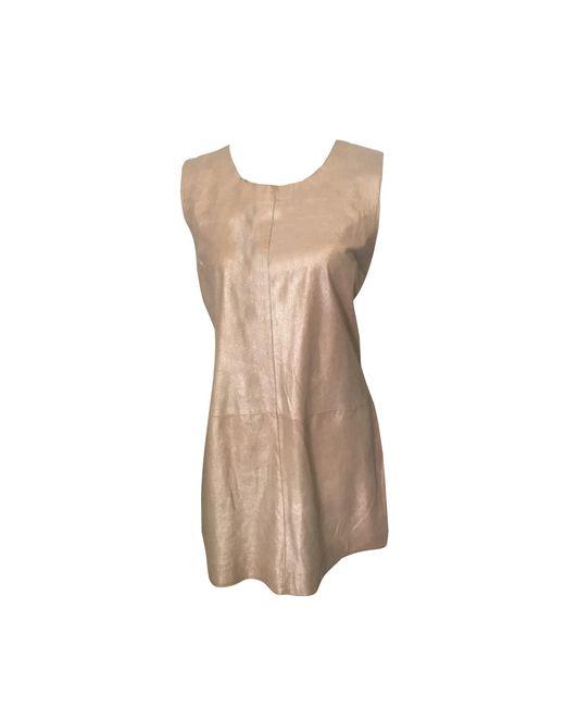 Robe courte cuir doré Sandro en coloris Metallic