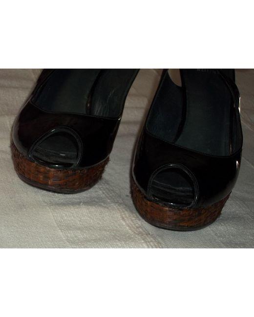 Escarpins à bouts ouverts cuir verni noir Stuart Weitzman en coloris Black