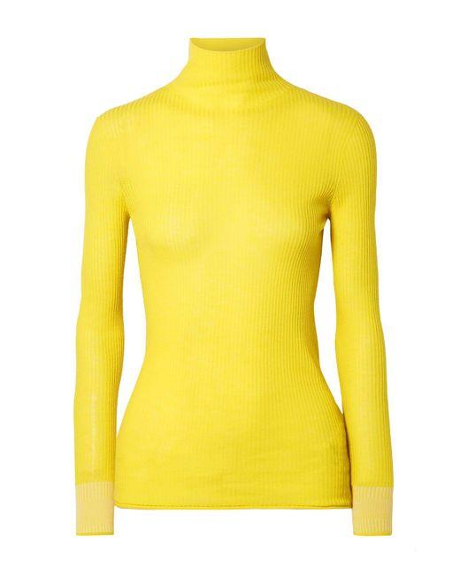 Dolcevita di Victoria, Victoria Beckham in Yellow