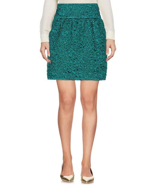 Mini jupe en satin de soie smocké effet crocodile Saint Laurent en coloris Green