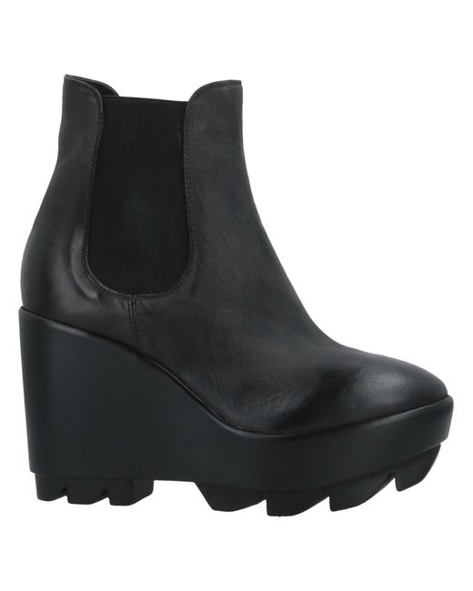 Strategia Gray Ankle Boots