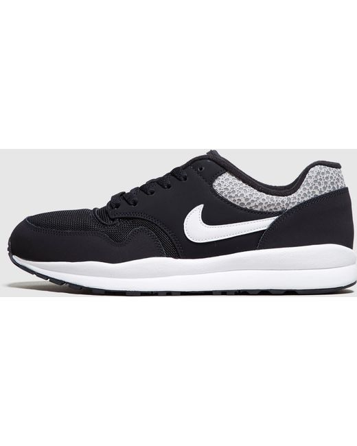 Nike Men's White Safari Trainer