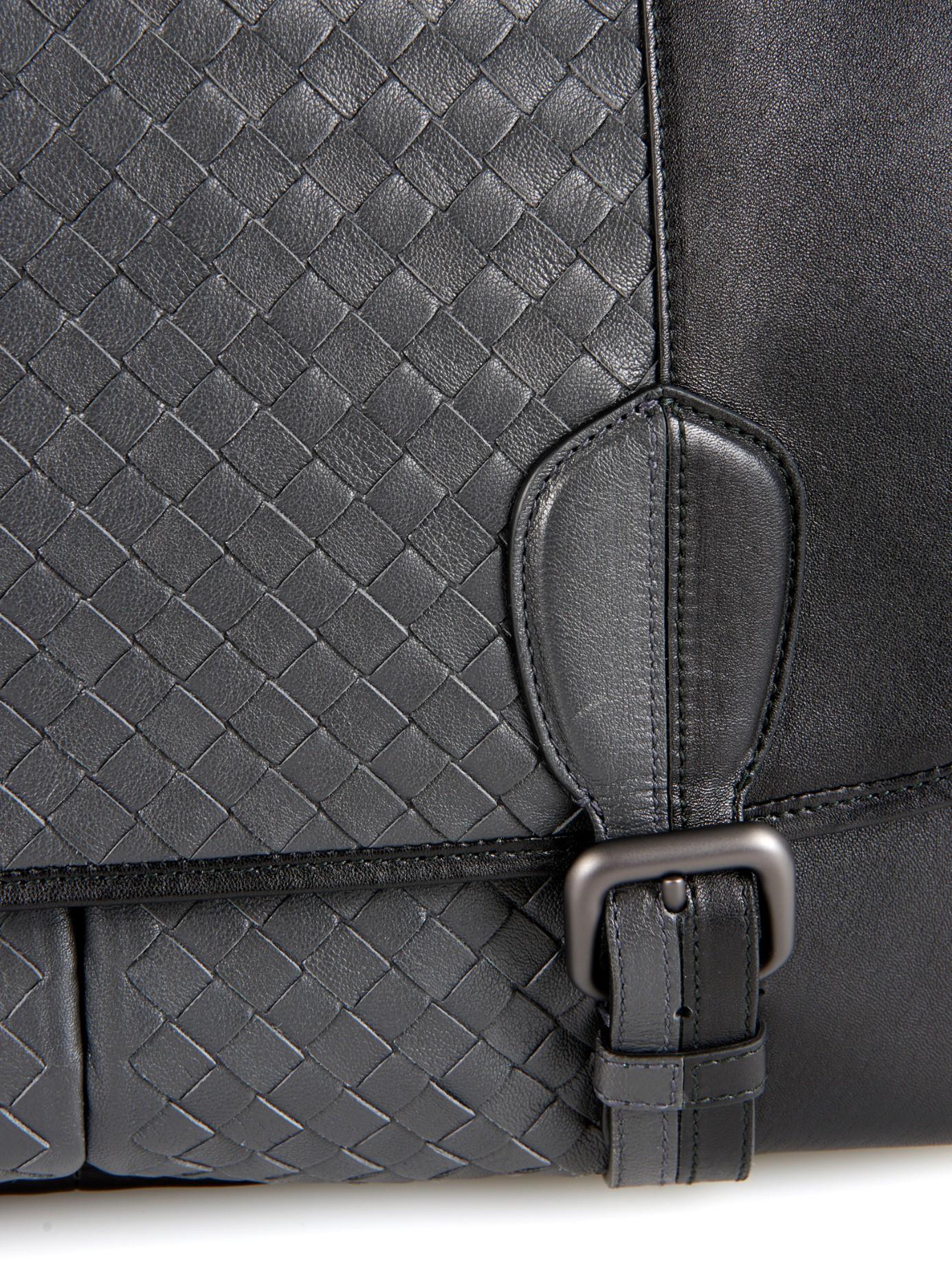 Bottega Veneta Bi-Colour Intrecciato Leather Messenger Bag in Black ... 282a47fca1e6a