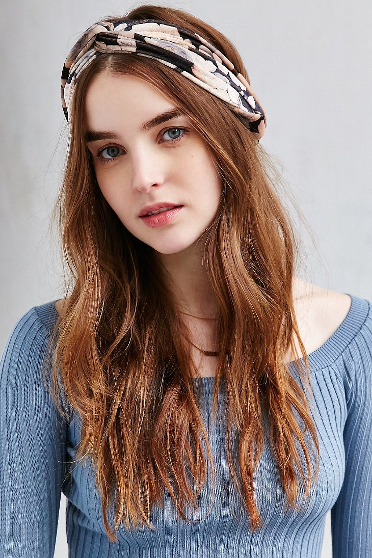 Lyst - Urban Outfitters Balcony Floral Velvet Headband 293b0863789