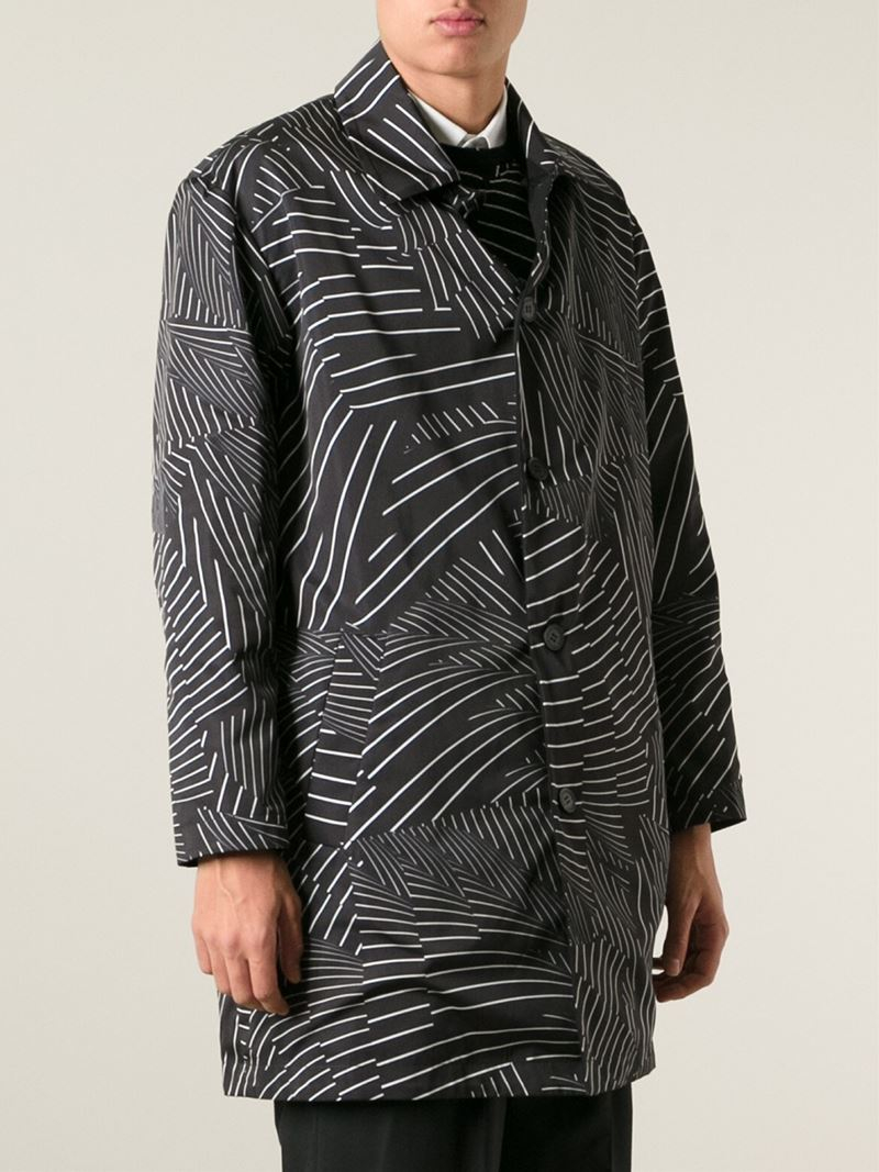 Christopher Kane Pages Print Reversible Mac in Black for Men