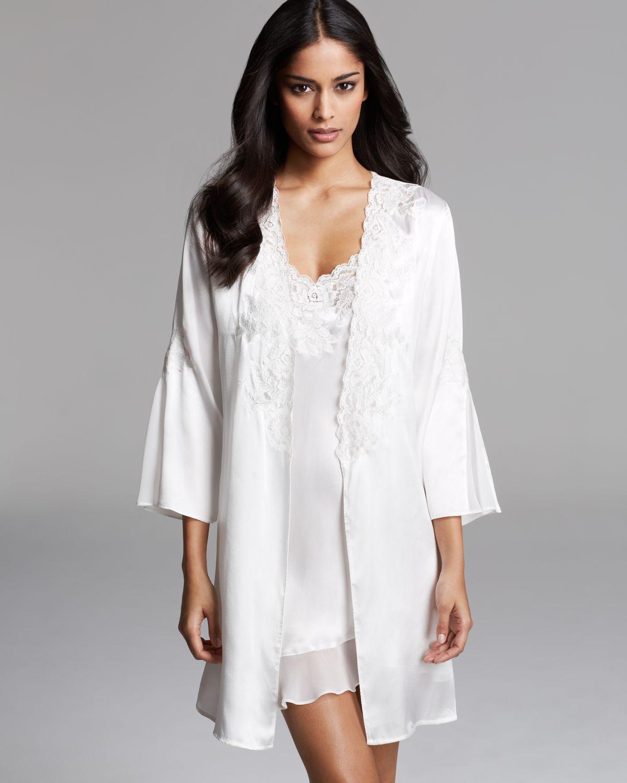 lyst oscar de la renta satin charmeuse short robe in white. Black Bedroom Furniture Sets. Home Design Ideas