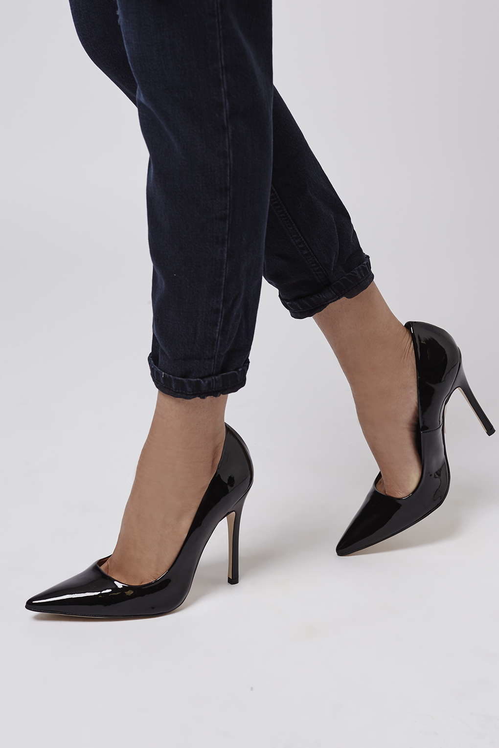 f2646e3fd67 TOPSHOP Gallop Patent Court Shoes in Black - Lyst