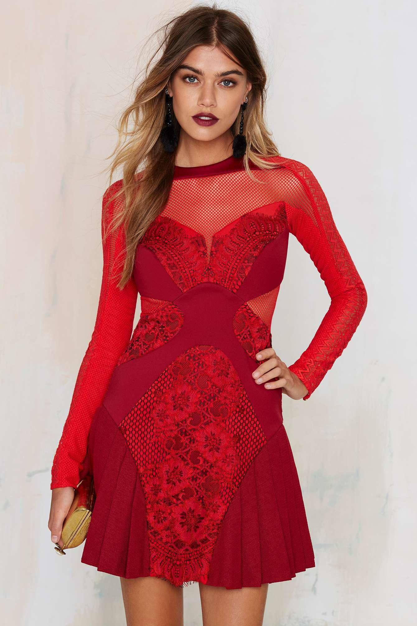 3 floor red dress looks