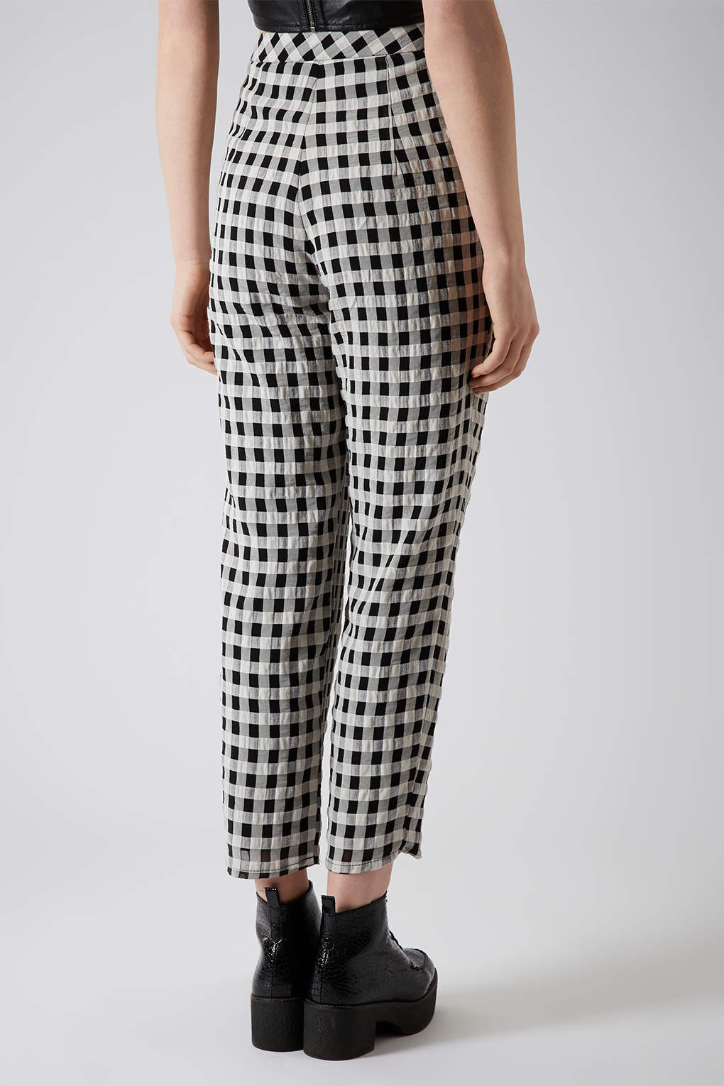 Lyst Topshop Crinkle Gingham Peg Trousers In Black