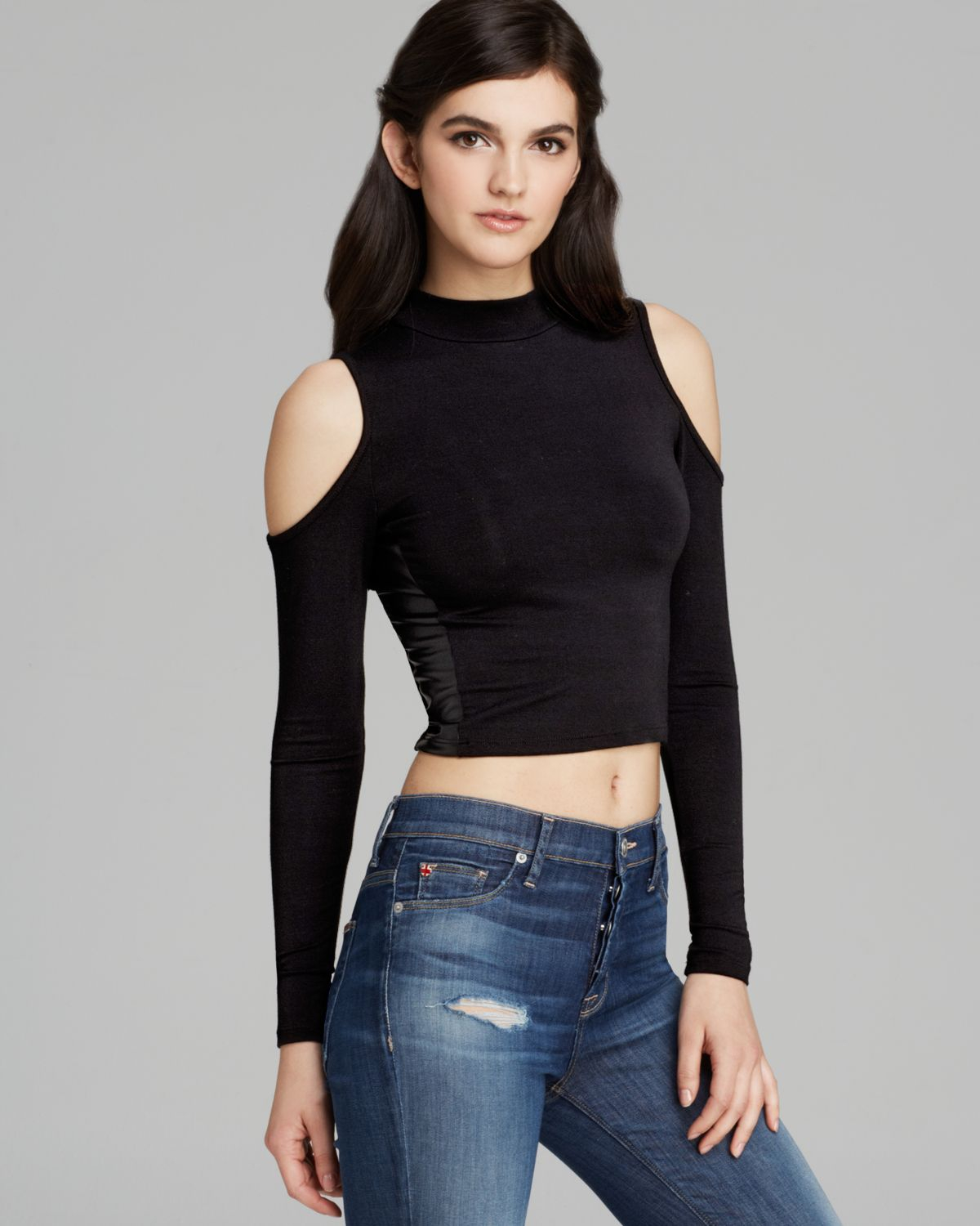 c9a2c0295be82 Lyst - Guess Top Cold Shoulder Crop in Black