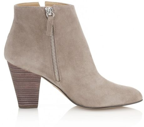 Free shipping on women's booties at hamlergoodchain.ga Shop all types of ankle boots, chelsea boots, and short boots for women from the best brands including Steve Madden, Sam Edelman, Vince Camuto and .