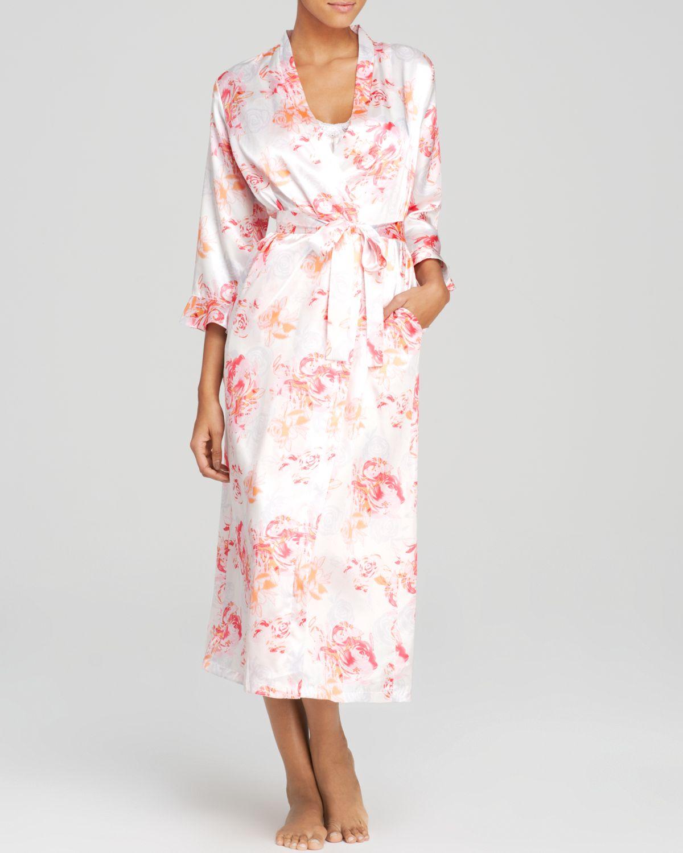 Oscar de la renta night blooms robe in pink rose bouquet for Robes de mariage de betsey johnson