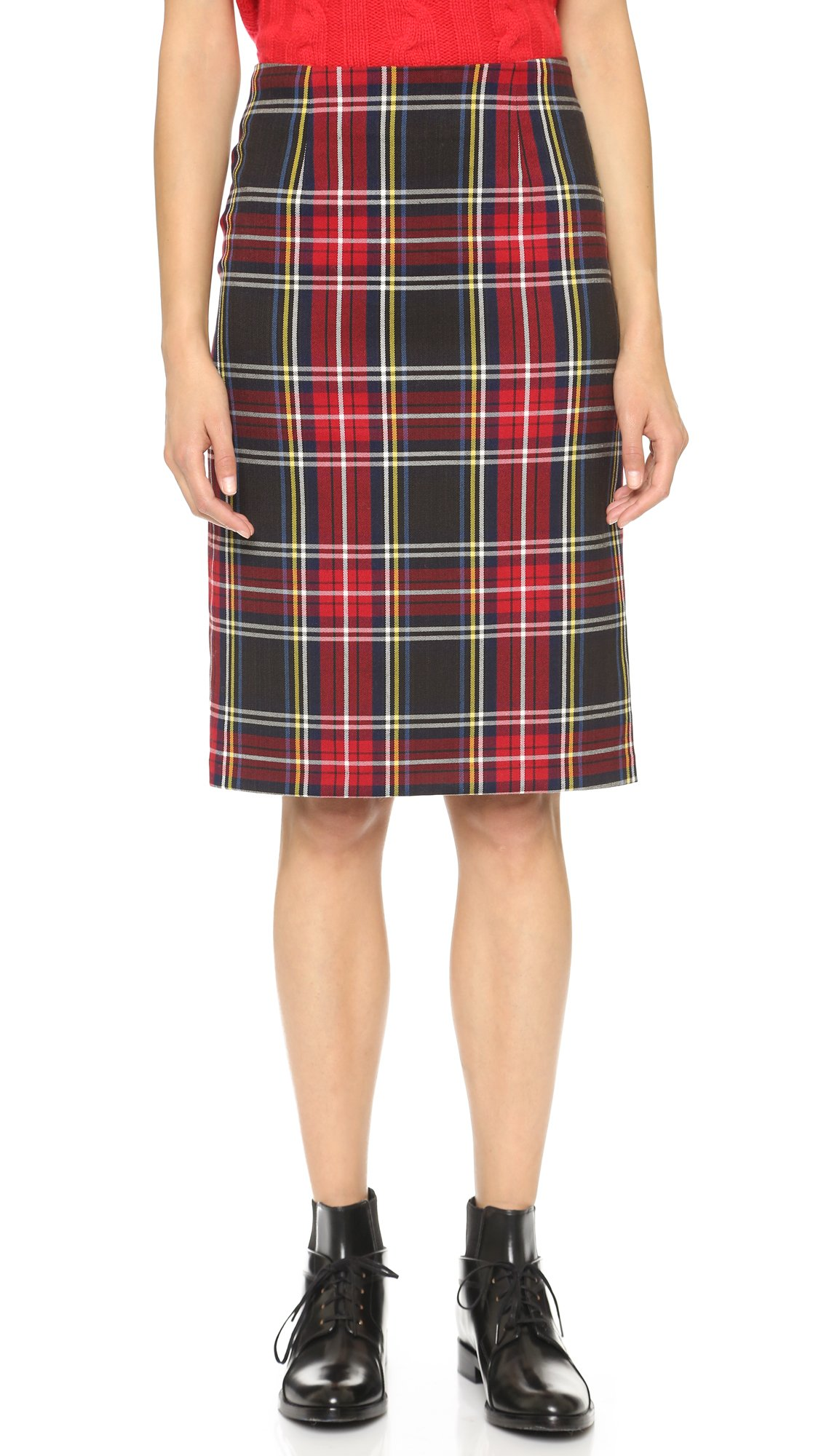 Wiggle waisted and wonderful darling! Crafted from a stretch friendly, and silhouette flattering grey plaid fabric, this pencil skirt is a vintage-inspired separate.