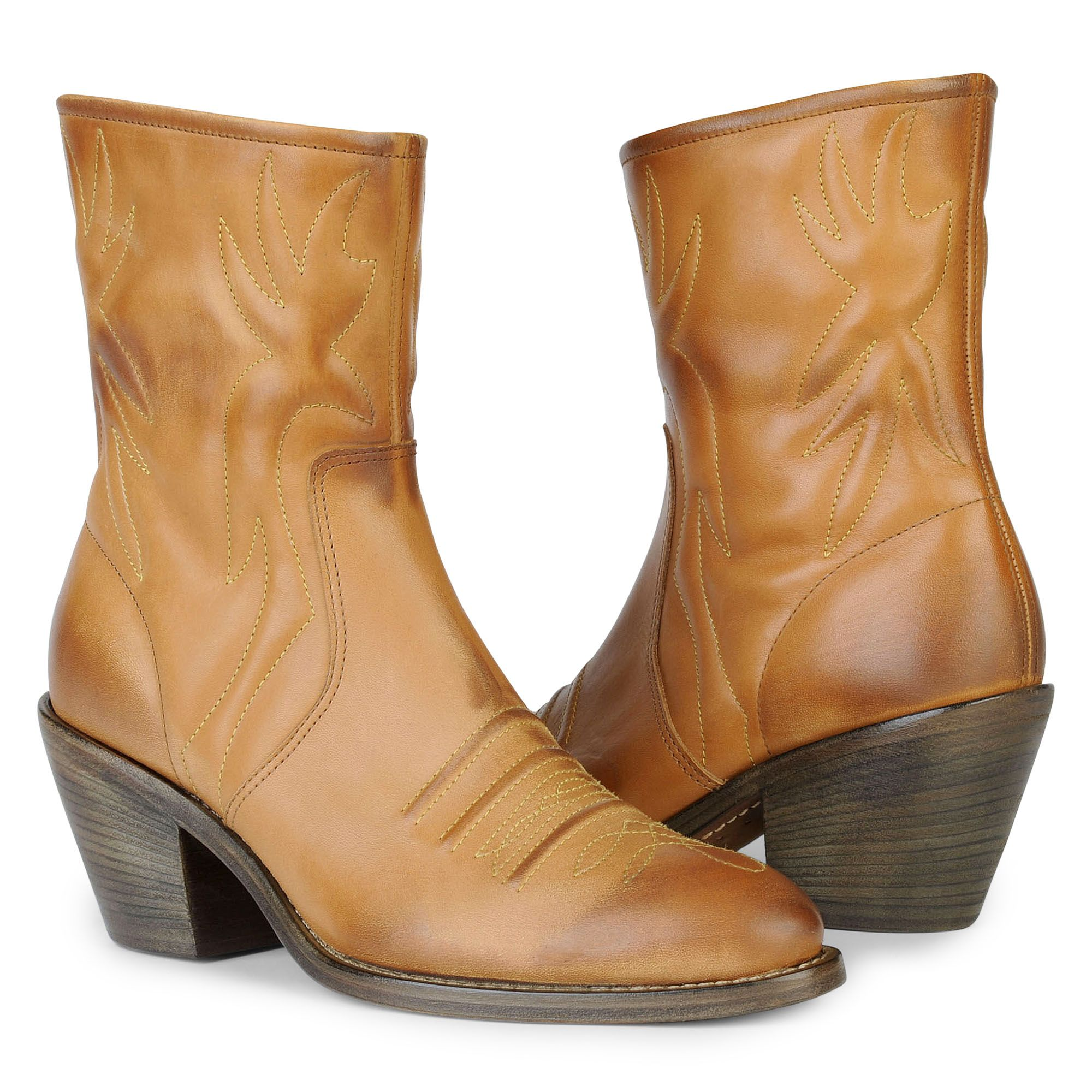 Chloé Short Leather Cowboy Boots in Tan (Brown)