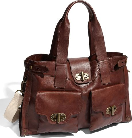 Tarnish Turnlock Flap Pocket Leather Tote in Brown (redwood)