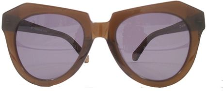 Karen Walker Number One in Brown