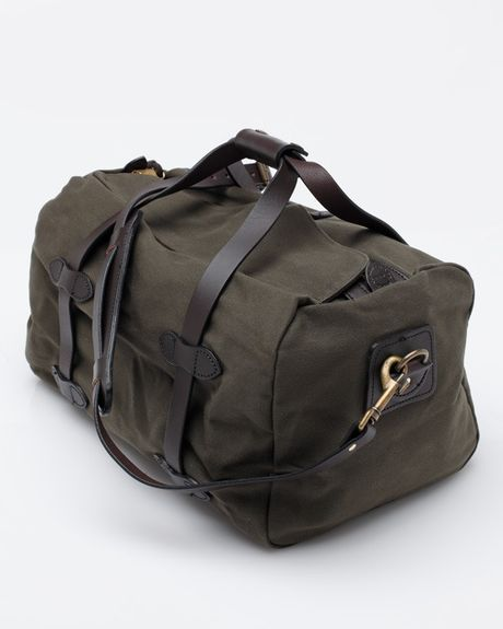 Shop duffle bags from popular brands, including Nike®, Under Armour®, adidas® and more. There are tons of colors and patterns to choose from, so you can match your personality and more easily identify your duffle bag when traveling.