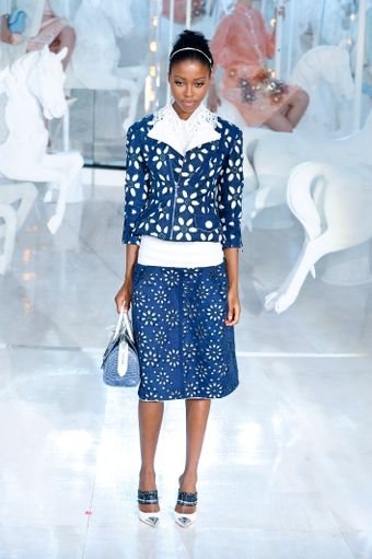 Louis Vuitton Spring 2012 White Top with Oversized Lacy Collar - Lyst