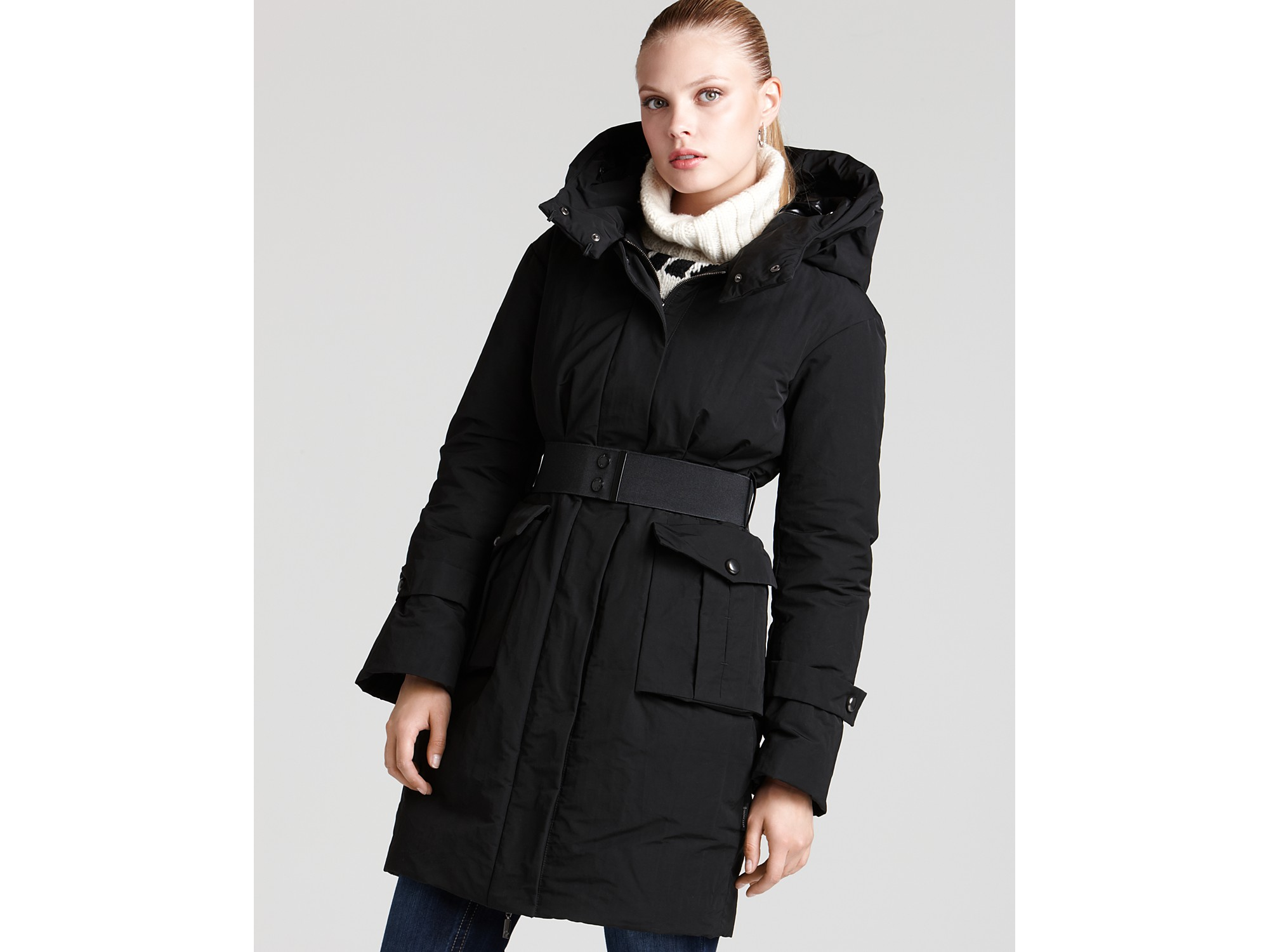 Moncler Matte Belted Down Coat with Hood in Black | Lyst
