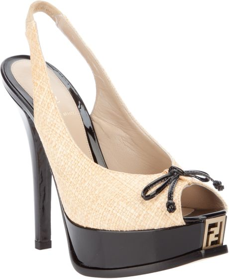 Fendi Peep-Toe Pumps in Black (beige)