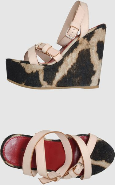 Giambattista Valli Wedge in Animal (steel)