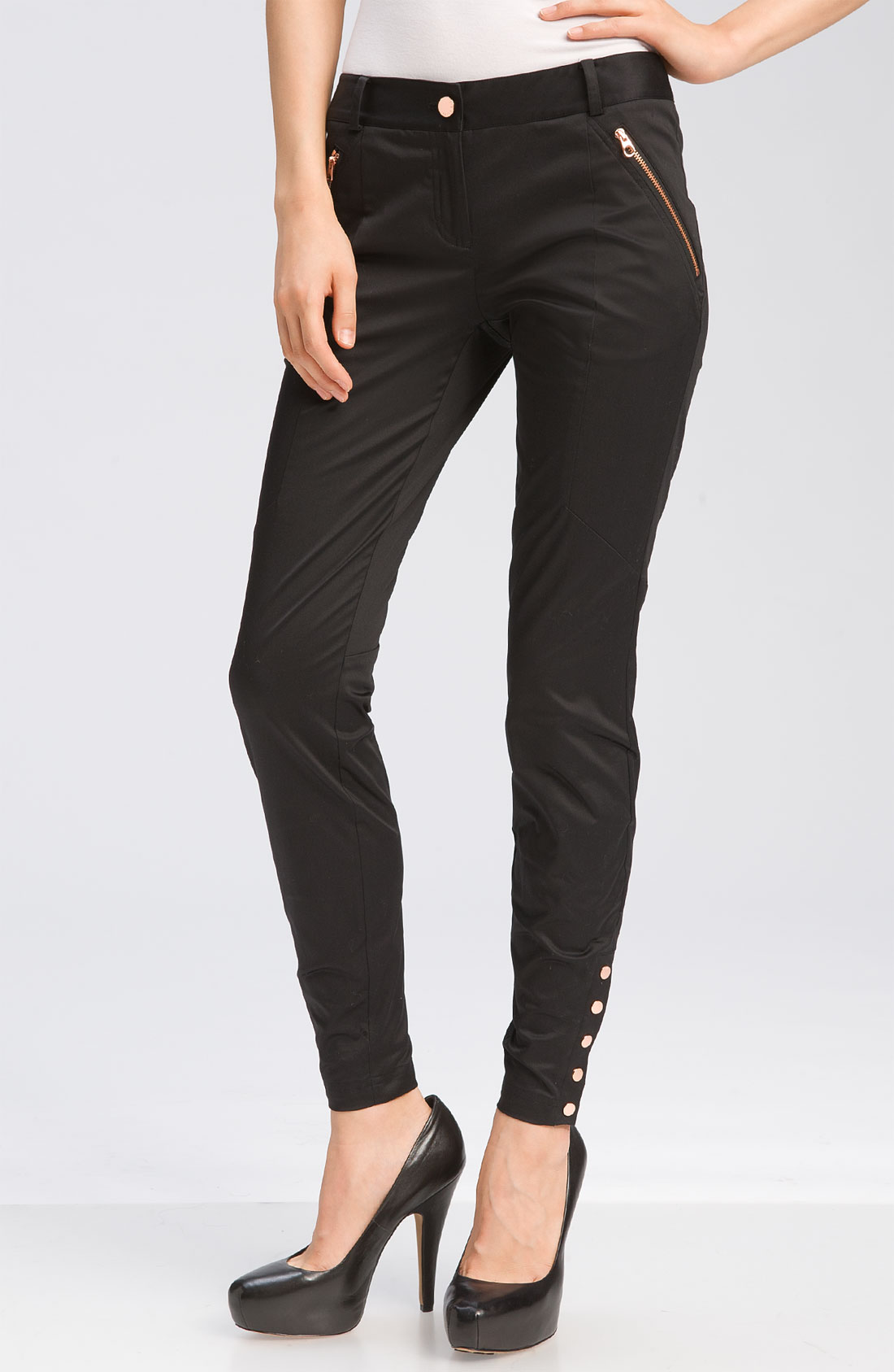 Whether they're for an active day of exercising or a night spent in comfort at home, sweat pants are a versatile necessity. This sleek pair comes in all-black, with two zipper pockets at the waist, an elasticated hemline and a slim fit. Work in a matching hoodie and white sneakers to complete the athluxe style.