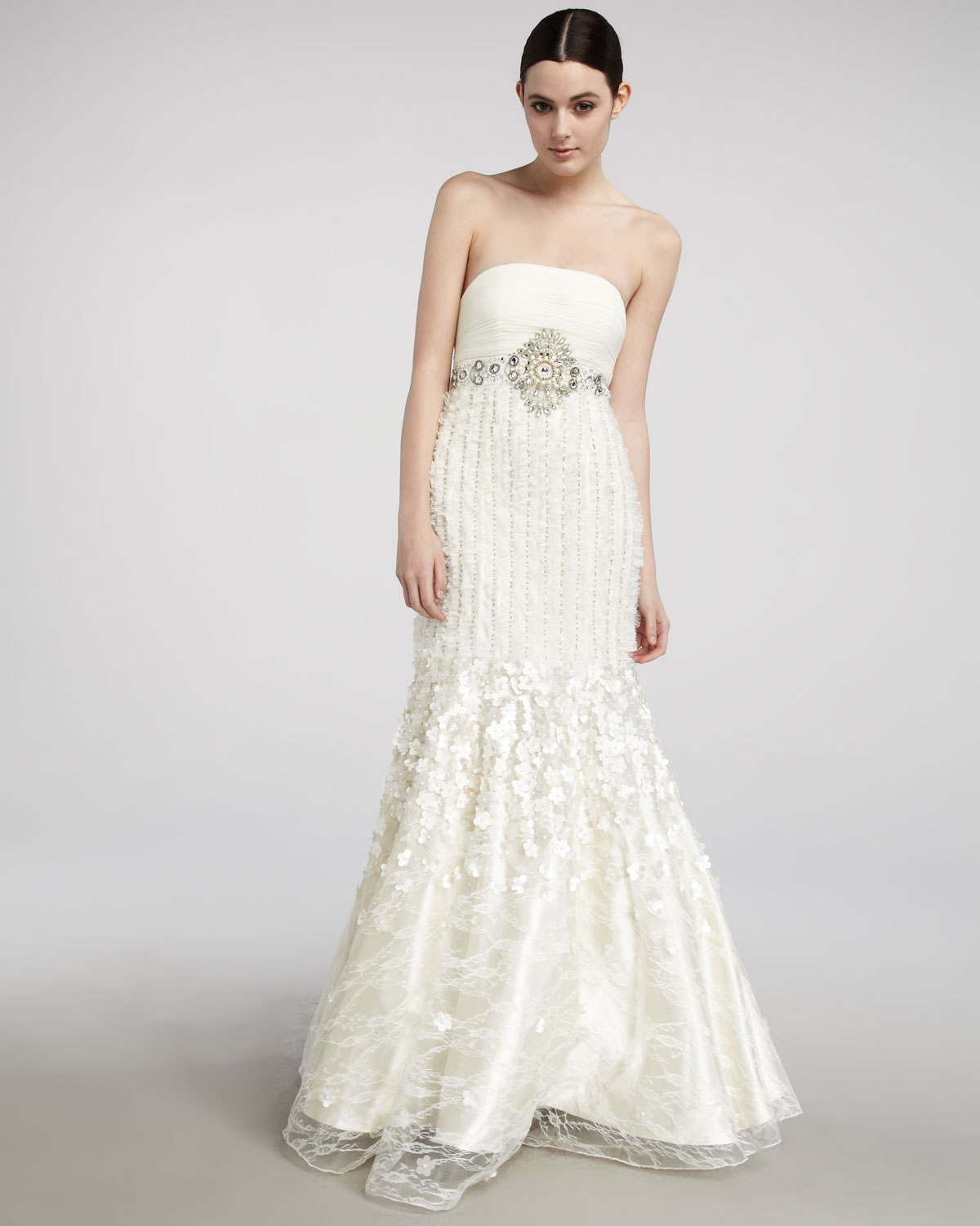 Sue Wong Strapless Trumpet Gown In White (ivory)