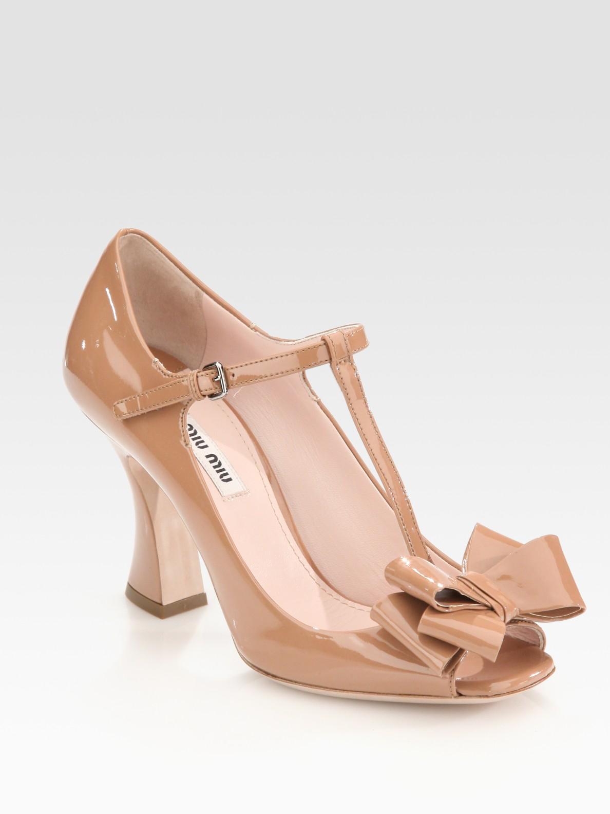 969f5284ac3f6 Miu Miu Patent Leather Tstrap Bow Sandals in Natural - Lyst