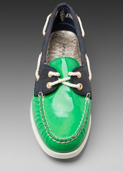 Sperry Top-sider 2-Eye Patent Boat Shoe in Blue (green & navy