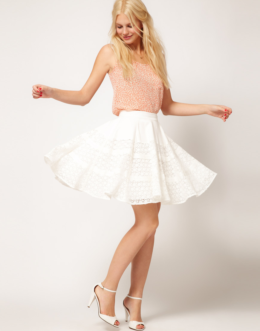 Shop a flattering skater skirt at boohoo! We have all your fave styles incl. cute pleated floral ones and classy black, red or white ones.